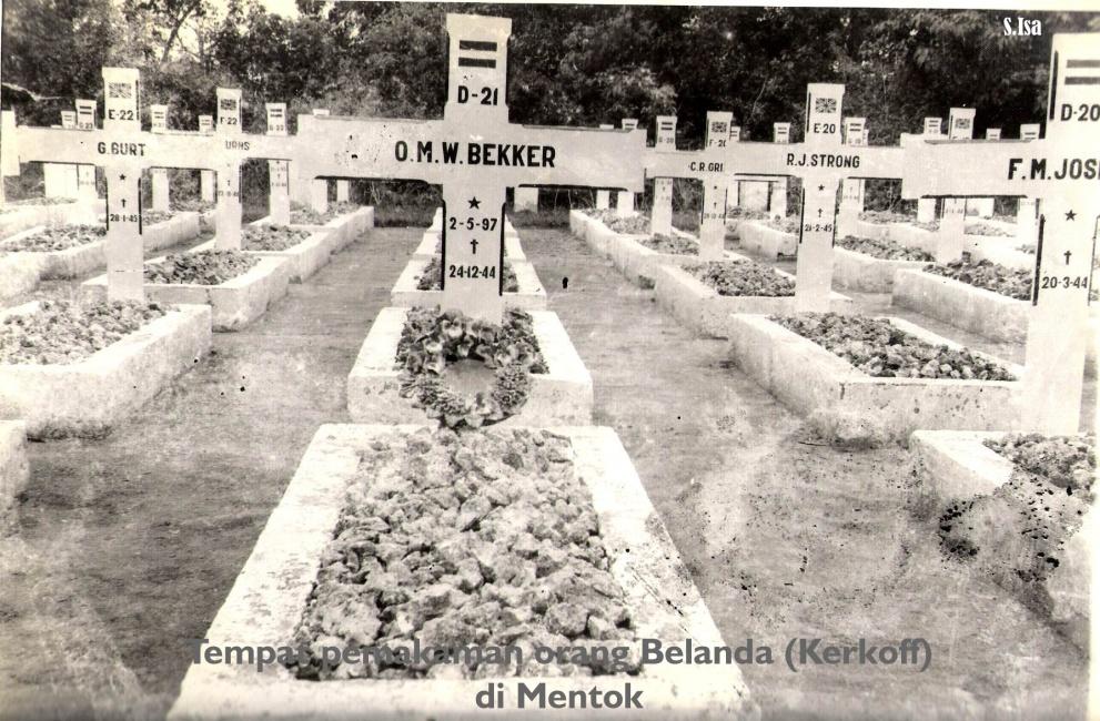 Muntok Graves